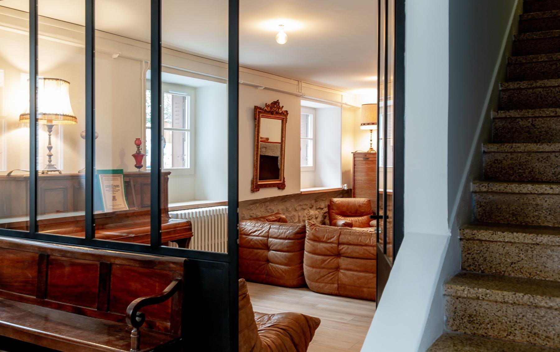 68-almuneau-architecte-architecteurs-constructeur-neuf-renovation-extension-decoration-RGE-lozere-ardeche-hauteLoire-entree-salon